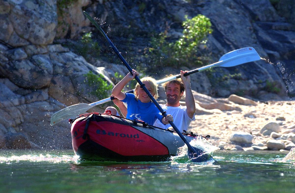 ... quelques heures de stage), jusqu à des niveaux plus experts, sur des  rivières aux courants plus forts, pour pratiquer des sports comme le kayak  extrême, ... d583b8ab61eb