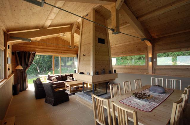 La chemin e l 39 indispensable de l 39 habitat de montagne france montagnes site officiel des - Chalet cheminee montagne ...